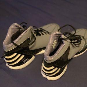 Adidas Derrick Rose basketball sneakers